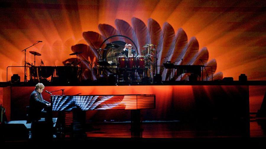 Elton John – A Singular Man