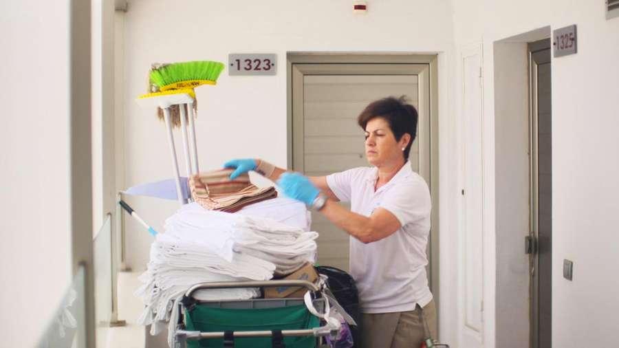 Aufstand der Zimmermädchen - Ausbeutung in Spaniens Urlaubsparadiesen